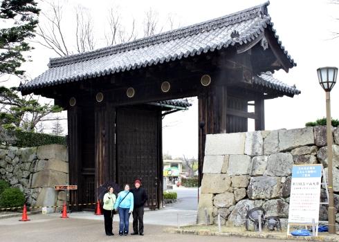 IMG_1339_himeji castle family